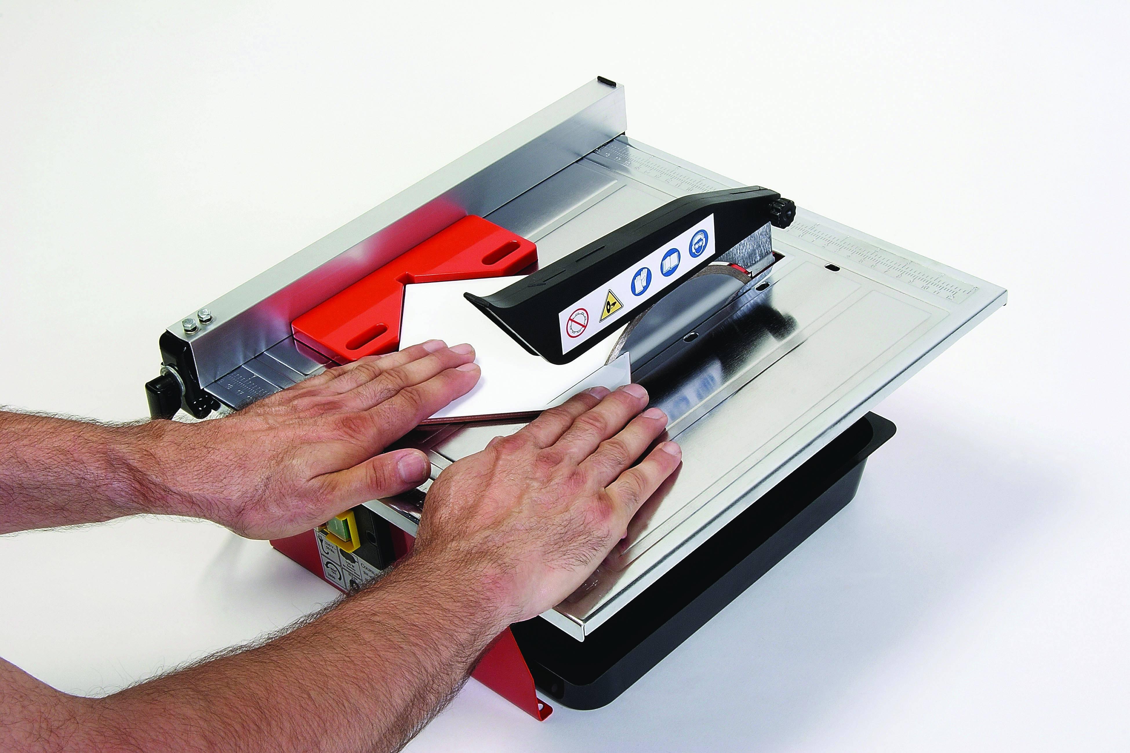 Comment utiliser un coupe-carrelage électrique